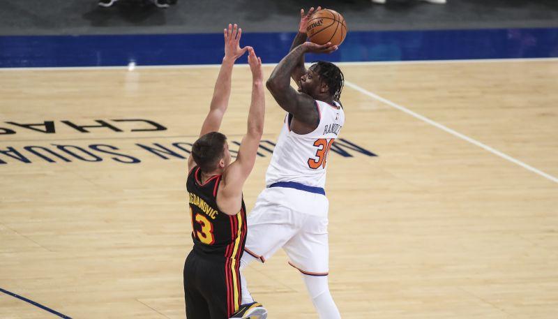 """Rendlam 40+11 """"Knicks"""" uzvaru gājienā, Embīdam 38+17 """"76ers"""" zaudējumā"""
