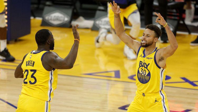 """""""Warriors"""" pārspēj arī """"Suns""""; Sabonim triple-double pret """"76ers"""""""