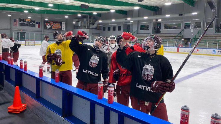 Latvijas U18 izlases hokejisti pasaules čempionātu sāks pret Šveici