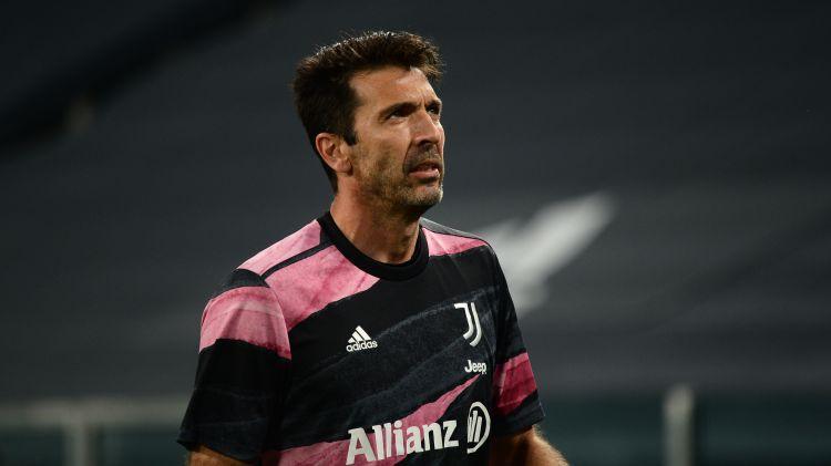 """43 gadus vecais Bufons paziņo par Turīnas """"Juventus"""" pamešanu pēc sezonas beigām"""