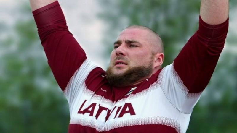 Paravieglatlēts Bergs uzvar Eiropas čempionātā lodes grūšanā