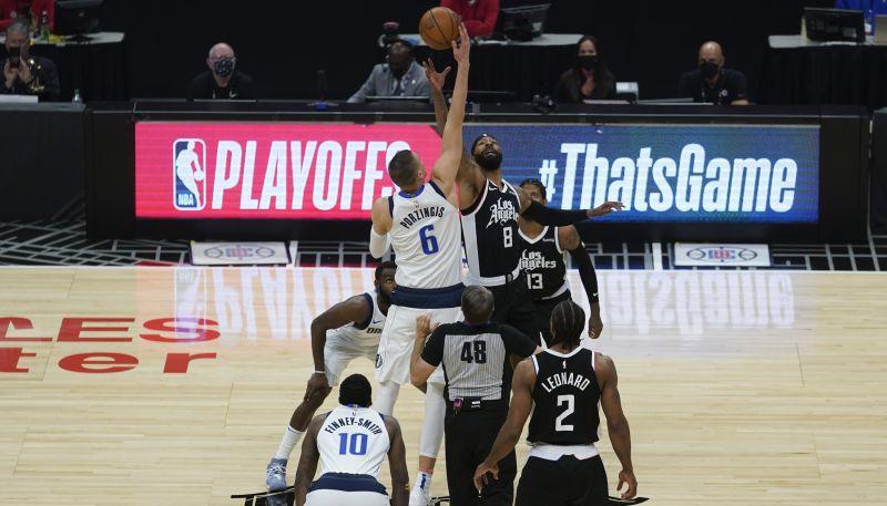 """Porziņģim piektā sezona NBA beigusies: """"Clippers"""" uzvar septītajā spēlē"""