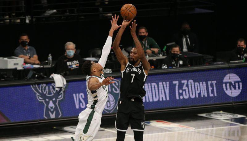 """""""Nets"""" bez Hārdena ar +39 sabradā """"Bucks""""; """"Suns"""" sēriju sāk ar uzvaru"""