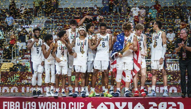 Aizraujošā finālā ASV ceturtajā ceturtdaļā lauž spēli un astoto reizi triumfē U19 PK