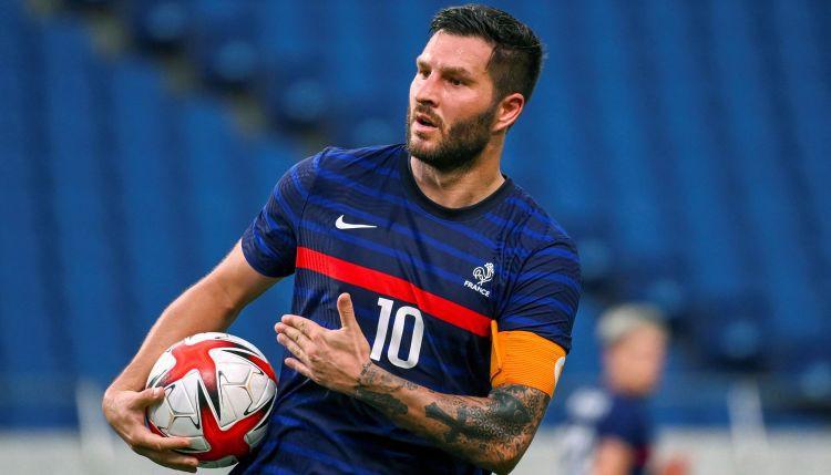 """OS futbols: Žiņakam """"hat-trick"""", glābjot Franciju, Brazīlijai bezvārtu neizšķirts"""