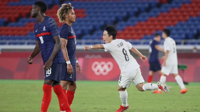 OS Futbols: Japāna grauj Franciju un atstāj to aiz borta, no grupas ārā netiek arī Argentīna