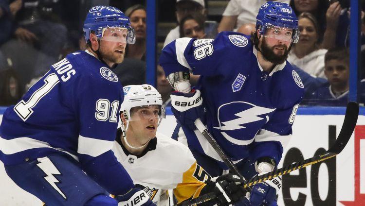 Bļugers NHL sezonu sāk ar vārtu guvumu un uzvaru pār čempioni
